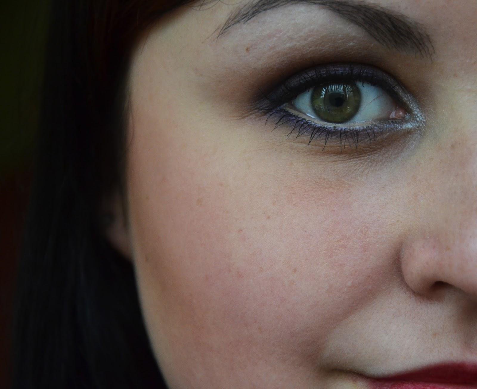 Mocniejszy dzienny makijaż wykonany paletką Sleek Vintage Romance