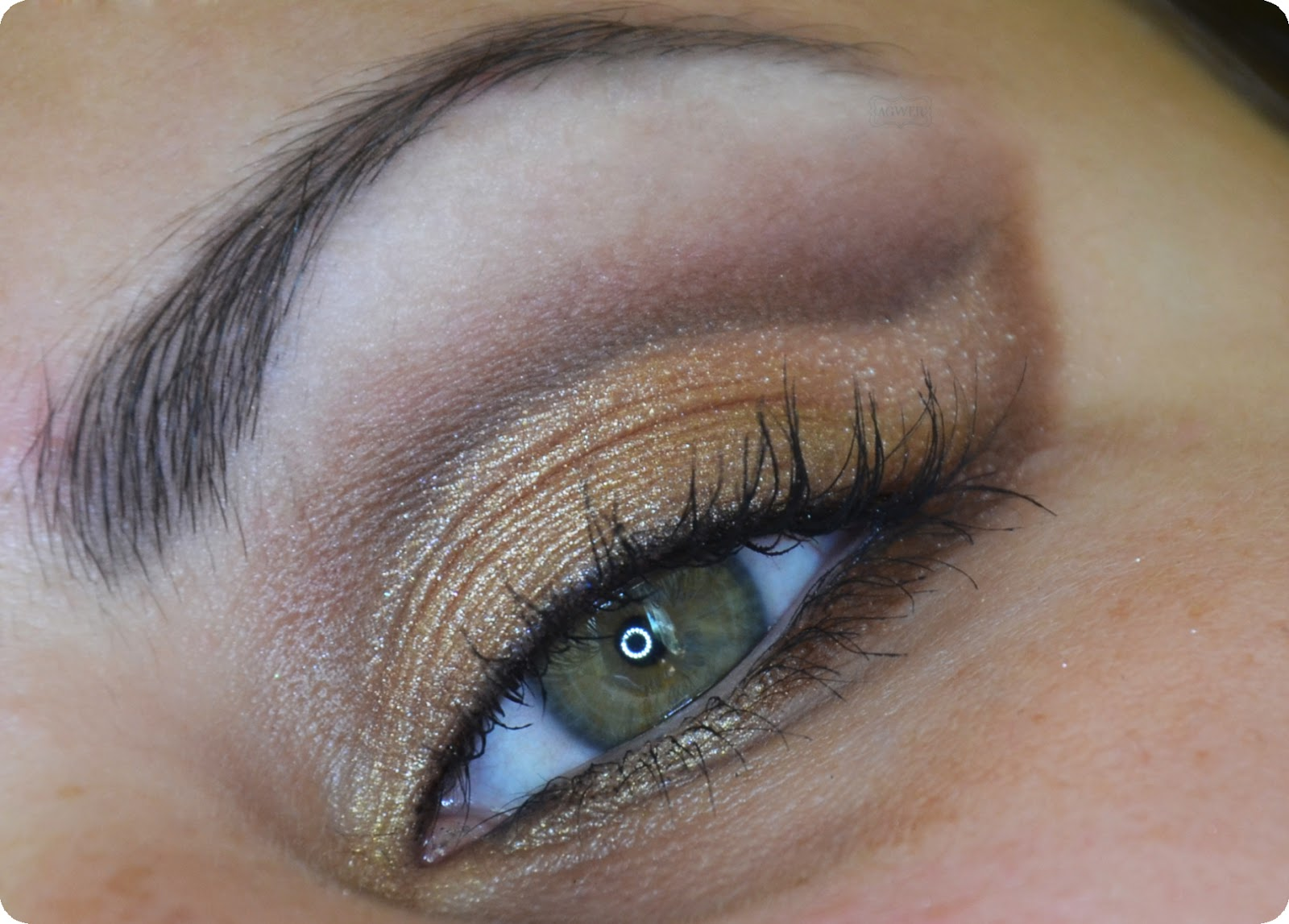 # Makijaż w złocie i brązach