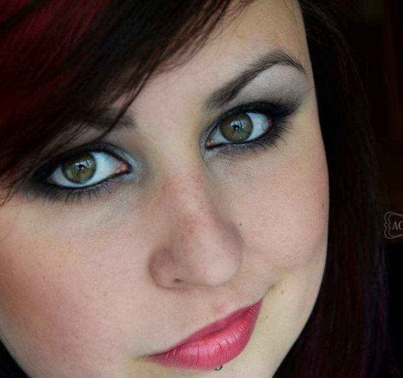 # Wieczorowy makijaż z miętą krok po kroku