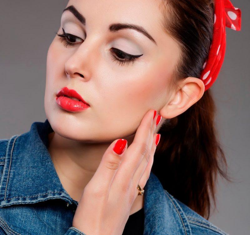 # Pin up: makijaż do sesji zdjęciowej