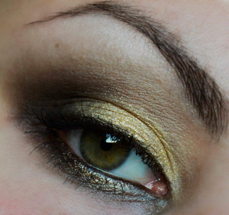 # Złoto z czernią – makijaż dla odważnych