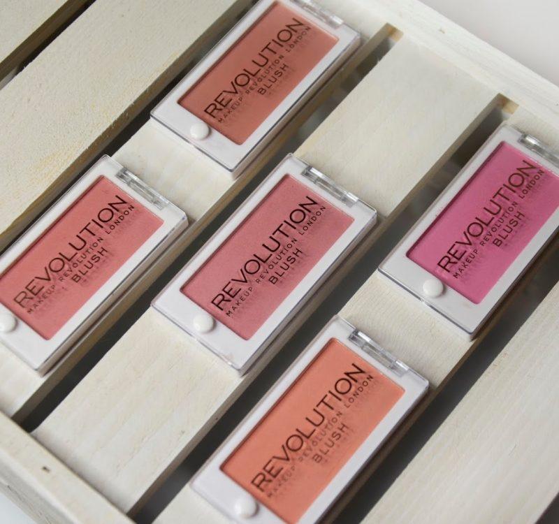 Przegląd róży Makeup Revolution Powder Blush