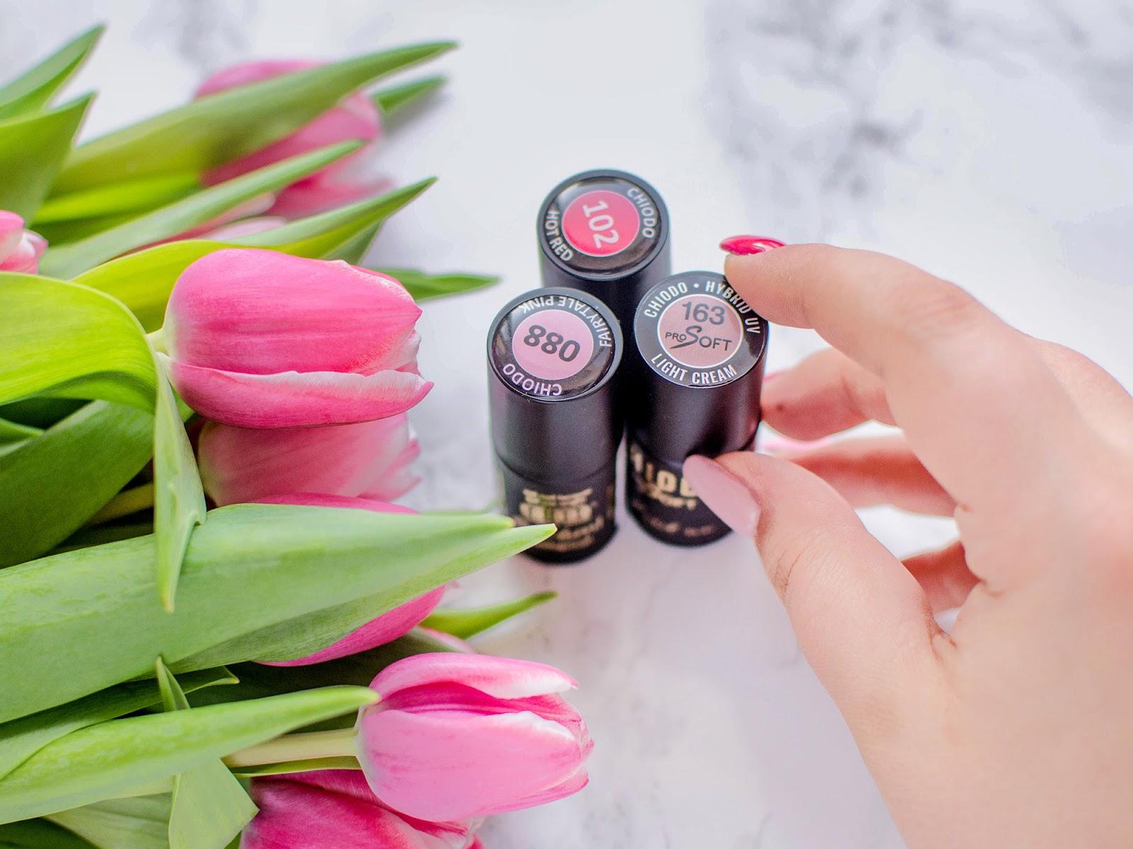 Romantyczne paznokcie | elegancja z Chiodo Hot red