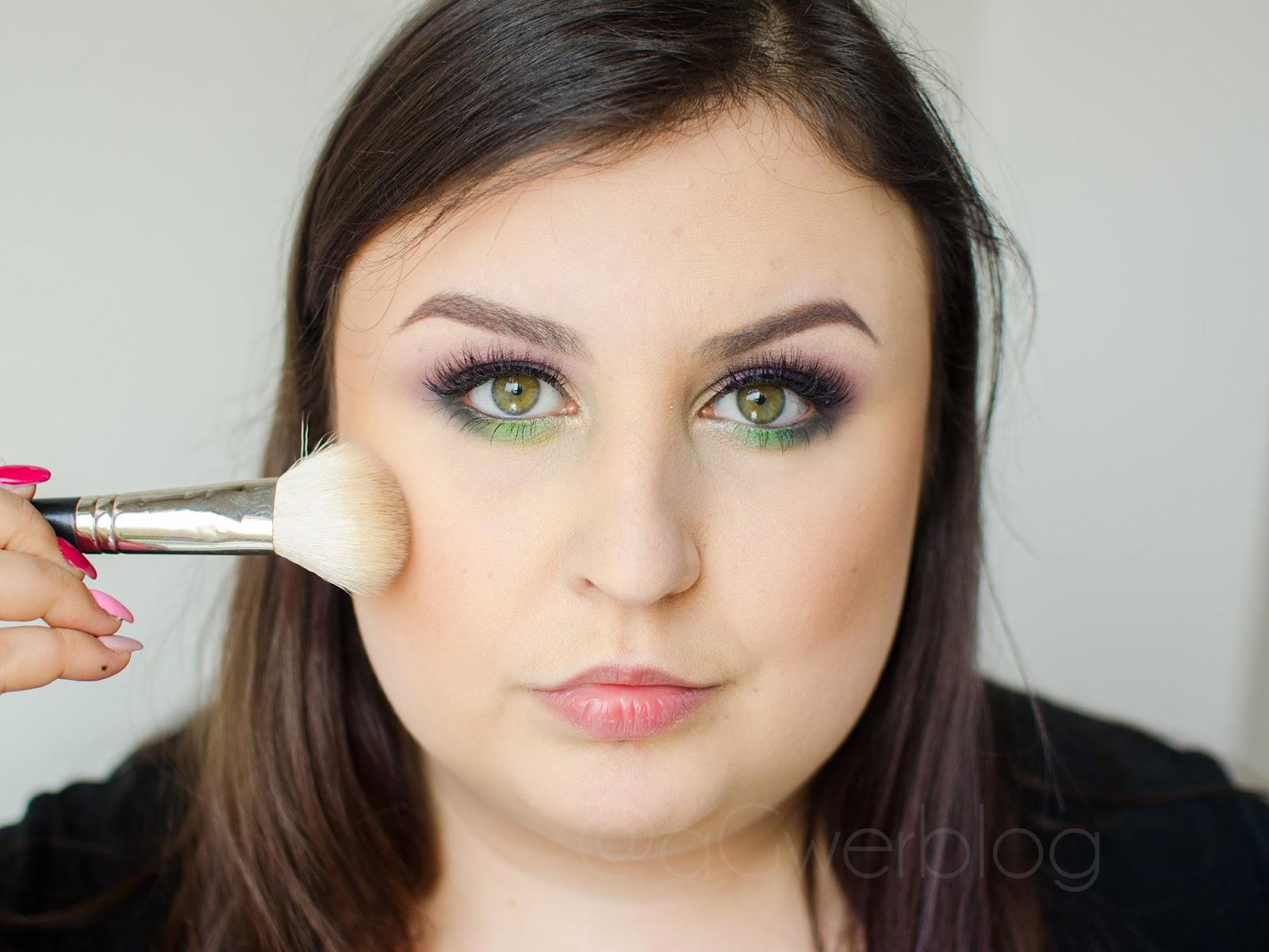 Konturowanie okrągłej twarzy   kilka przydatnych wskazówek