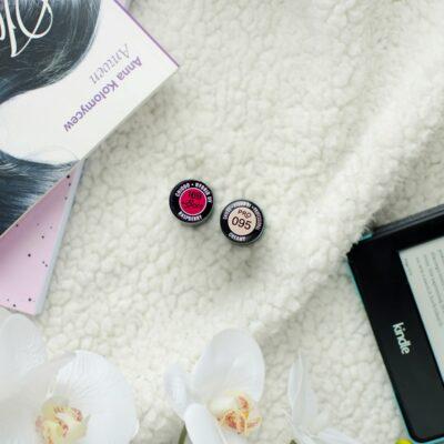 Paznokcie nude w duecie z czerwienią | Chiodo pro Creamy