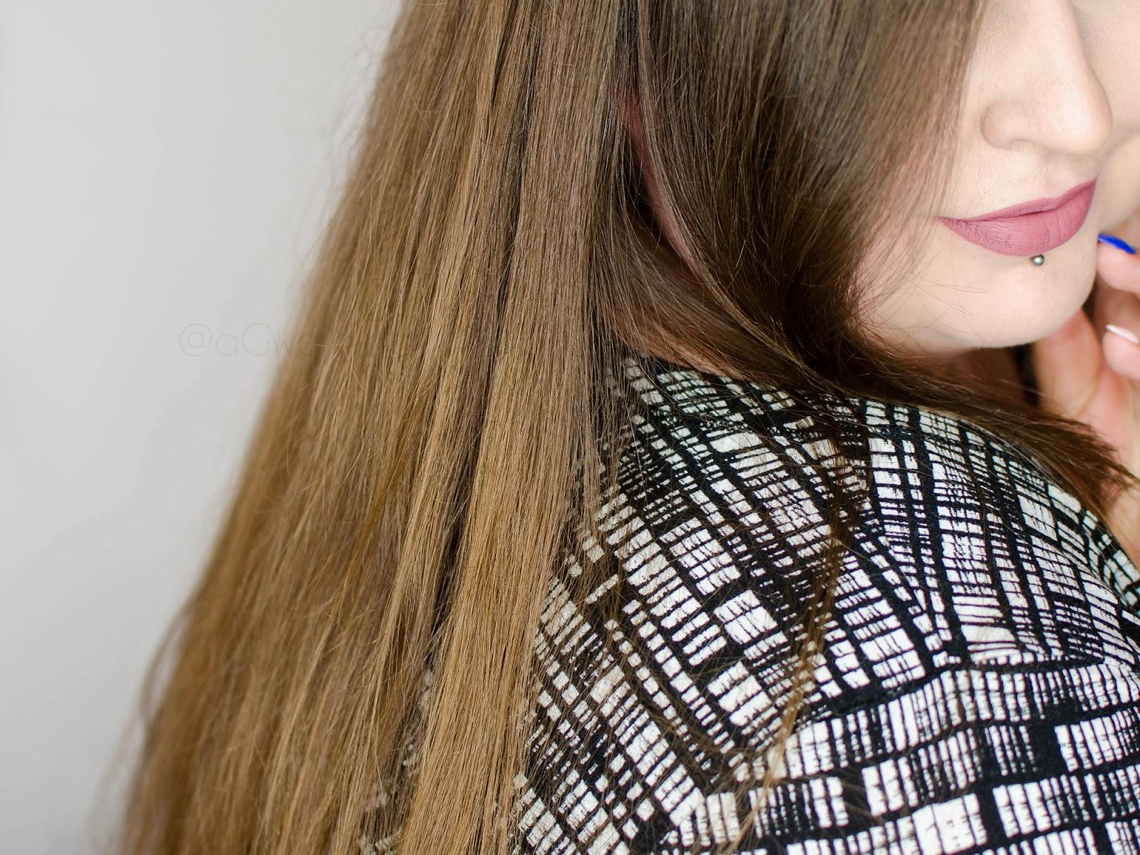 Jak zmniejszyć wypadanie włosów – świadoma pielęgnacja z Halier