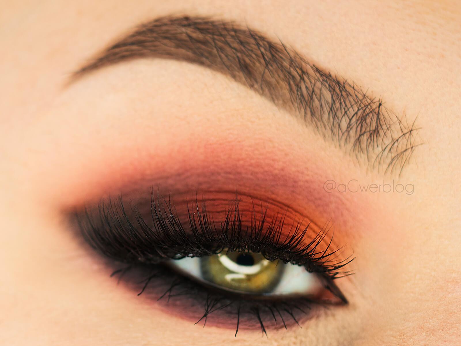 Makijaż paletą Tune cosmetics the d-dur