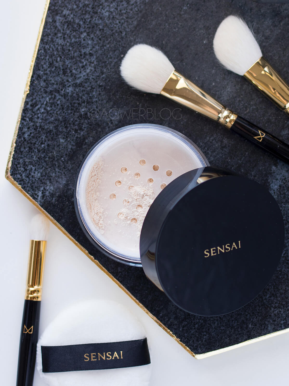 Sensai Translucent Loose Powder cena