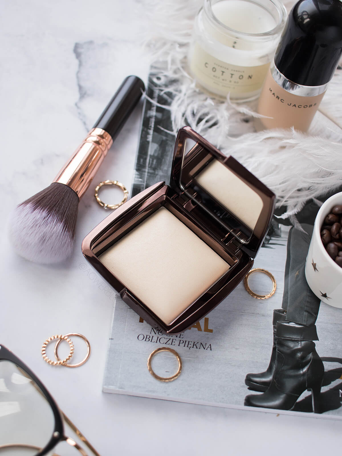 hourglass ambient light diffused light blog