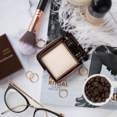 Magiczny puder Hourglass Ambient Lighting Powder