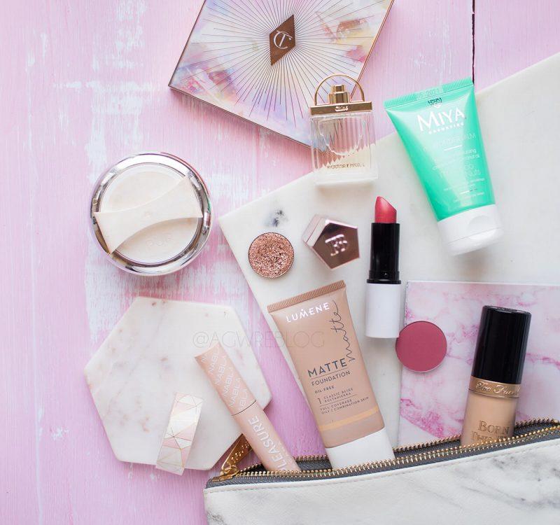 Kosmetyki, które warto wziąć na urlop